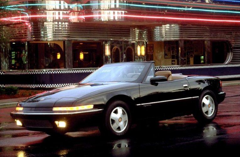รถเปิดประทุน Buick Reatta ปี 1990 ในสภาพเกือบใหม่